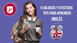 Joven señorita estudiante con audífonos y teléfono practicando inglés